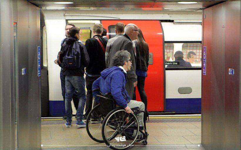 مترو و افراد کم توان